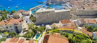 EXCLUSIVE SALE, rare opportunity: Part of the house in historical centre of Dubrovnik with sea and City walls view